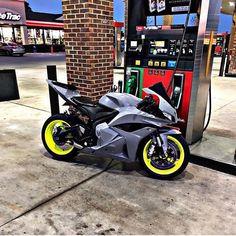Womens Motorcycle Helmets, Suzuki Motorcycle, Yamaha Motorcycles, Moto Bike, Motorcycle Girls, Vintage Motorcycles, Honda Cbr 600 Rr, Honda Sport Bikes, Ninja Bike