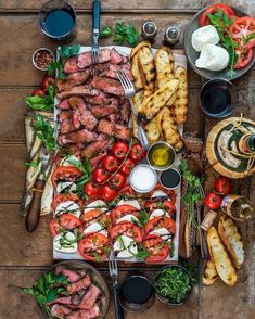 Weekend Vibes = Traeger Grills Grilled Striploin & Baguette with Caprese Salad . - Weekend Vibes = Traeger Grills Grilled striploin & baguette with Caprese salad. Charcuterie Recipes, Charcuterie And Cheese Board, Cheese Boards, Charcuterie For Dinner, Antipasti Board, Steak Plates, Party Food Platters, Food Trays, Clean Eating