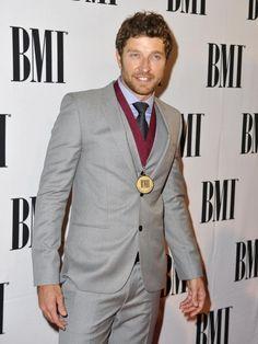 Brett Eldredge arrives on the red carpet at the 2014