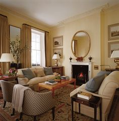 Living Room in London, GB by Sibyl Colefax & John Fowler