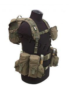Tactical Pistol, Tactical Vest, Military Tactics, Military Gear, Assault Vest, Combat Gear, Chest Rig, Cool Inventions, Body Armor