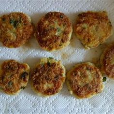 Here is a delectable walleye recipe that's sure to have your mouth watering and also be a hit at the family dinner table, or with friends that you're entertaining. Easy to prepare and packed… Cod Recipes, Fish Recipes, Seafood Recipes, Cooking Recipes, Cod Fish Cakes, Cod Cakes, Walleye Recipes, Fishcakes, Good Food