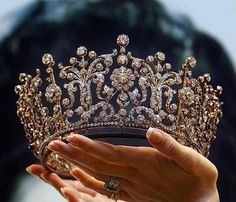 The Poltimore Tiara was purchased in 1960 for HRH The Princess Margaret and it was worn on her wedding day. The Princess kept and wore the tiara for the rest of her life. It was sold for far more than. Royal Crowns, Royal Jewels, Tiaras And Crowns, Royal Tiaras, Pageant Crowns, Crown Royal, The Crown, Bling Bling, Quinceanera Dresses
