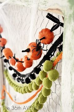 DIY Pumpkin Garland - (maybe one that will work for both the fall season & halloween) Diy Halloween Garland, Diy Garland, Holidays Halloween, Spooky Halloween, Halloween Pumpkins, Halloween Crafts, Holiday Crafts, Holiday Fun, Happy Halloween
