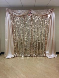 Desi Wedding Decor, Wedding Reception Backdrop, Wedding Themes, Gold Wedding, Wedding Designs, Diy Backdrop, Backdrop Decorations, Photo Booth Backdrop, Diy Party Decorations