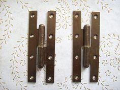 Cerniere dell'annata di Italia in ferro bronzo. per porte Antique Hinges, Magnetic Knife Strip, Knife Block, Tools, Antiques, Vintage, Etsy, Italia, Antiquities