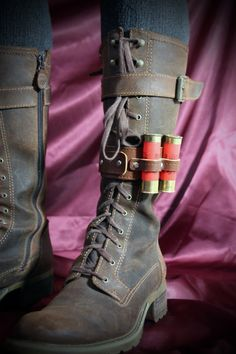Unisex - Real Leather Boot Garter with 2 containers made from shotgun shells - Steampunk - Light Brown. via Etsy. Steampunk Shoes, Steampunk Cosplay, Steampunk Clothing, Steampunk Fashion, Steampunk Armor, Apocalypse Fashion, Apocalypse Armor, Real Leather, Leather Boots