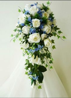 I think I've found my bouquet :D white roses and blue forget-me-nots :) beautiful