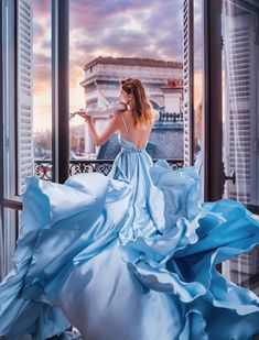 photos of beautiful gowns around the world Fantasy Photography, Fashion Photography, Ocean Photography, Photography Tips, Girl Pictures, Girl Photos, Photo Grid, Fairytale Dress, Mode Chic