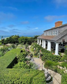 "Stacey Bewkes on Instagram: ""Today's shoot at Susan Burke's amazing seaside Nantucket garden for @nantucketbydesign @ackhistory !!"" Nantucket, Dream Garden, Outdoor Gardens, Seaside, Outdoor Living, Mansions, House Styles, Amazing, Instagram"