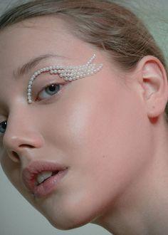 Photography by Fernando Gomez for Vogue Brasil Online Beauty: De María Eye Makeup Art, Makeup Inspo, Makeup Inspiration, Hair Makeup, Eye Art, Editorial Hair, Beauty Editorial, Beauty Skin, Beauty Makeup