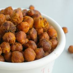 Baked Garbanzo Beans / Chick Peas - A healthy, crunchy snack. I may have already pinned this.. but they look so DELICIOUS