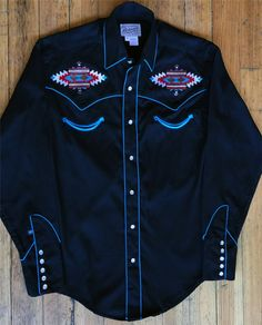 Rockmount Ranch Wear offers this Men's Native American inspired design. Vintage Western Wear, Vintage Men, Cowboy Outfits, Summer Outfits Men, Cowboys Shirt, Native American Fashion, Western Shirts, Vintage Shirts, Black Fabric