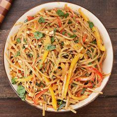 Peanut Noodle Pasta Salad Recipe by Tasty Essen fleisch Essen herzhaft Essen vegetarisch Pasta Salad Ingredients, Pasta Salad Recipes, Noodle Recipes, Low Carb Vegetarian Recipes, Healthy Recipes, Healthy Food, Antipasto, Ensalada Thai, Kerala