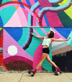 """Katie Baird no Instagram: """"Heading out for Beat Me Halfway! Super pumped to teach tomorrow and for a whole weekend of derby fun in St Louis!  #skatecation #derbylife #beatmehalfway #sk8 #skatelife #rollerskate #moxiskateteam #moxirollerskates #sk8life #moxiskates #mural #bmh2015 #goskate #mayahayuk #chicksinbowls #colorlover #skate #rollergirl #girlswhoskate #skatestyle"""""""