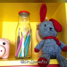 """""""Ai, ai! Ai,ai! Vou chegar atrasado demais!"""" ⏰ #coelho #rabbit #crochet #crochetlove #handmade #feitoamao #amigurumi #amigurumis #crochetart #drquemfez"""