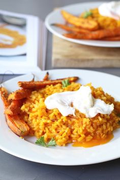 Carrot risotto from the cookbook by Niven Kunz - Vegetables! A creative culinary brain of 33 years with a Michelin star to its name since the age of - Low Calorie Recipes, Healthy Dinner Recipes, Healthy Snacks, I Love Food, Good Food, Broccoli Patties, Mouth Watering Food, Risotto, Carrots