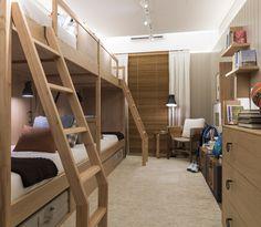 Beliche duplo com colchonetes, dormem até 8 crianças ! boa ideia para casas de campo e praia no projeto de BRUNO GAP, para Mostra Casapronta. # design , quartos,