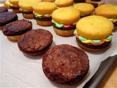 The Perfect BBQ Dessert: Cupcake Burgers!