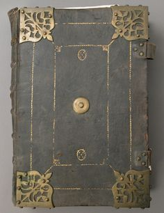 https://www.metmuseum.org/art/collection/search/466604?sortBy=Relevance&ft=binding&offset=100&rpp=20&pos=119