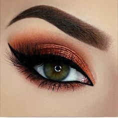 Makeup Inspiration/Makeup Look/Orange/Red/Green eyes/Winged liner