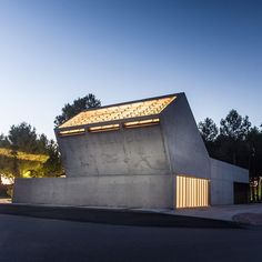 "One end of this concrete funeral building in Spain angles up towards the sky funnelling light into a waiting room for mourners.  The Tanatorio Municipal stands on the edge of a pine wood in El Burgo de Ebro a small town in the Zaragoza region of north-east Spain.  Aiming to define a ""new urban edge with a monumental architectural character"" local architect Juan Carlos Salas and his team gave the building a bulky concrete form. Read the full story on dezeen.com/tag/Spain #architecture #Spain…"