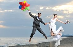 Find unique wedding gift ideas and romantic gifts for couples, like hot air balloon rides, romantic dinner cruises and more unique ideas. Unique Wedding Gifts, Romantic Gifts, Marrying Young, What To Do When Bored, Marriage Tips, Young Couples, Amazing Adventures, Just Married, Couple Gifts