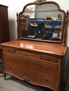 BEAUTIFUL WIDDICOMB ART DECO DRESSER WITH MIRRORED TOP, THREE DRAWERS (TOP IS SECTIONED), FLAMED VENEER, DOVETAIL JOINERY, BEVELED EDGE TOP AND CARVED EMBELLISHMENTS. MEASURES 72H X 51L X 23D AND SITS ON CASTERS. ORIGINAL TAG IN DRAWER INDICATES THAT IT WAS MADE IN GRAND RAPIDS, CIRCA 1926. SHOWS NORMAL WEAR, CONSISTENT WITH AGE AND USE. SEE LOT 11697 FOR A CHEST OF DRAWERS IN THIS DESIGN, ALBEIT SLIGHTLY DARKER STAIN.