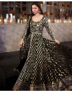 A black and gold brings ethnic ensemble brings out the ethereal beauty of 😍🔥💯 Desi Wedding Dresses, Pakistani Wedding Outfits, Pakistani Dresses, Indian Dresses, Black Anarkali, Anarkali Dress, Lehenga, Anarkali Suits, Saree