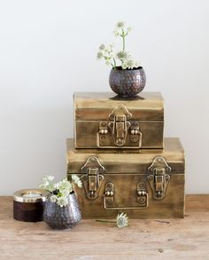 Anna finds the golden suitcases particularly decorative. Where in your home will you place them? In shops now. Metal suitcase from DKK 78,00 / SEK 104,00 / NOK 109,00 / EUR 10,96 / GBP 9.58 / ISK 2129,00