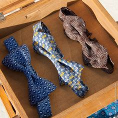 bow ties in shweshwe Afro, Creation Couture, Wedding Men, Gorgeous Men, African Fashion, Men Dress, Girly, Bows, Style Inspiration