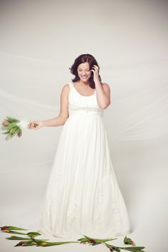 5102 Wedding Dress – Tia Bridal Gorgeous With Curves Collection
