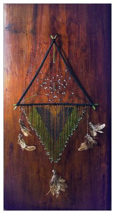 Non-circular dream catcher idea. triangle by erzsebet-beast Dream Catchers, Fun Crafts, Diy And Crafts, Diy Accessoires, Sun Catcher, String Art, Diy Projects To Try, Artsy Fartsy, Wind Chimes