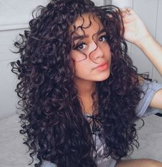 Curly hair: cuts, hairstyles and grooming learn .- Lockiges Haar: Schnitte, Frisuren ansehen und Pflegen lernen – Curly Hair: Cuts, Hairstyles and Grooming – at for - Natural Hair Styles, Long Hair Styles, Long Natural Curls, Curly Hair Styles Easy, Pelo Natural, Half Wigs, Curly Hair Cuts, Girls With Curly Hair, Perms For Long Hair