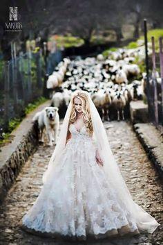 Bride in the wood, wedding day, Ravello, Hotel Bonadies Ravello, Amalfi Coast, Sposa Mediterranea, Olga studio.