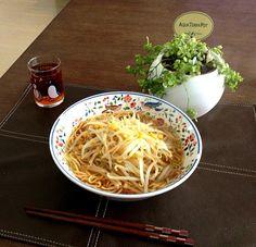 タップリ野菜をモリモリ食べよう!o(^_-)O - 22件のもぐもぐ - コーン&もやしタップリ醤油ラーメン、プーアル茶 by pentarou