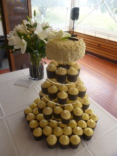Loving this for a Wedding Cake!! Stunning Lemon/Lime Sour Cream Syrup CupCakes  with a Zesty Buttercream Frosting, with a lovely Choc Mud top teir decorated with a messing Ruffle Butter Cream Frosting!! So Yum!!