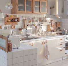 29 Most Beautiful Kitchen Decorating Ideas 2020 : Page 9 of 29 : Creative Vision Design Home Interior, Kitchen Interior, Interior Livingroom, Interior Design, Home Decor Kitchen, Home Kitchens, Kitchen Modern, Casa Disney, Aesthetic Room Decor