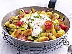 Gnocchi: Gnocchi-Zucchini-Pfanne mit Feta-Cracker-Haube