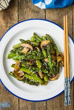 Asparagus fried with mushrooms Asparagus Fries, Meal Planning, Salads, Stuffed Mushrooms, Food And Drink, Asian, Meals, Vegetables, Cooking