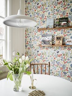 Rustic kitchen: 70 photos and decoration models to check - Home Fashion Trend Scandinavian Wallpaper, Scandinavian Kitchen, Kitchen Wallpaper, Wallpaper Decor, Small Kitchen Organization, Girl Bedroom Designs, Rustic Kitchen, Cozy Kitchen, Home Fashion
