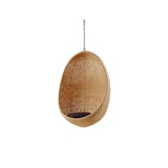 Articolo: ND75CUND75YMost of us are familiar with the iconic design of the Egg shaped chair floating in the air. The Hanging Egg Chair is a critically acclaimed design that has enjoyed praise worldwide ever since the distinctive sculptural shape was created by Nanna