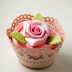Objetivo: Cupcake Perfecto.: El peligro de comprar revistas... y mis cupcakes de rosas para el concurso de BhD