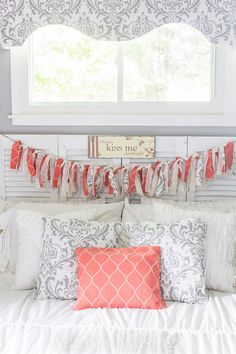 Decorate a Bedroom for Pennies! Tips on how to decorate a bedroom for practically nothing using yard sale finds thrifted decor and DIY projects with creativity. How To Make Curtains, Diy Curtains, Window Valances, Home Improvement Projects, Home Projects, Sewing Projects, Interior Exterior, Interior Design, Rag Banner