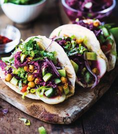 Curried Chickpea Tacos - This curried chickpea tacos from Easy Vegan Breakfasts & Lunches are super easy and delicious.
