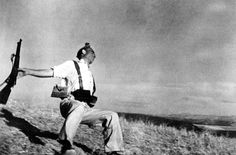 View The Falling Soldier - Spanish Civil War by Robert Capa on artnet. Browse more artworks Robert Capa from Atlas Gallery. War Photography, History Of Photography, Documentary Photography, Street Photography, Photography Office, Black Photography, Exposure Photography, Landscape Photography, Fashion Photography