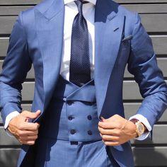El Chaque @absolutebespoke @tomaslasoargos #morningdress #chaque#blue #azul #threepiece #tpattern #waistcoat all by #qbsolutebespoke www.absolutebespoke.com