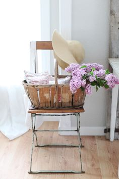 Dreamy Whites: An Autumn Inspired French Farmhouse Table, French Heirloom Pumpkins, Vintage French Kindergarten Chair French Baskets, Bistro Chairs, Lilac Flowers, French Farmhouse, Country French, Country Farmhouse, Farmhouse Table, Country Chic, Fancy
