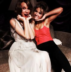 Taylor Swift's Selfies & More: Hottest Backstage Moments At TheGrammys