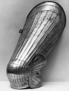 The Metropolitan Museum of Art - Left Thigh Defense (Cuisse) with Knee Defense (Poleyn) Early Modern Period, Pauldron, Landsknecht, Knight Armor, Arm Armor, Medieval Armor, Modern Warfare, Museum Collection, Metropolitan Museum